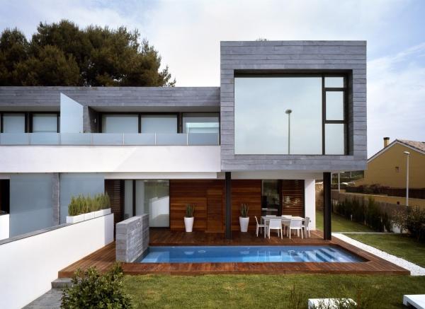 casa_jardin_piscina_madera_fachada